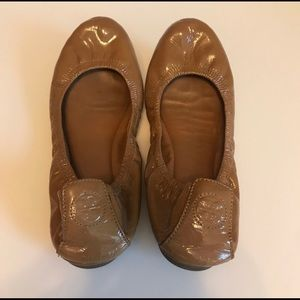 Tory Burch Ballet Flats in Nude Patent Leather